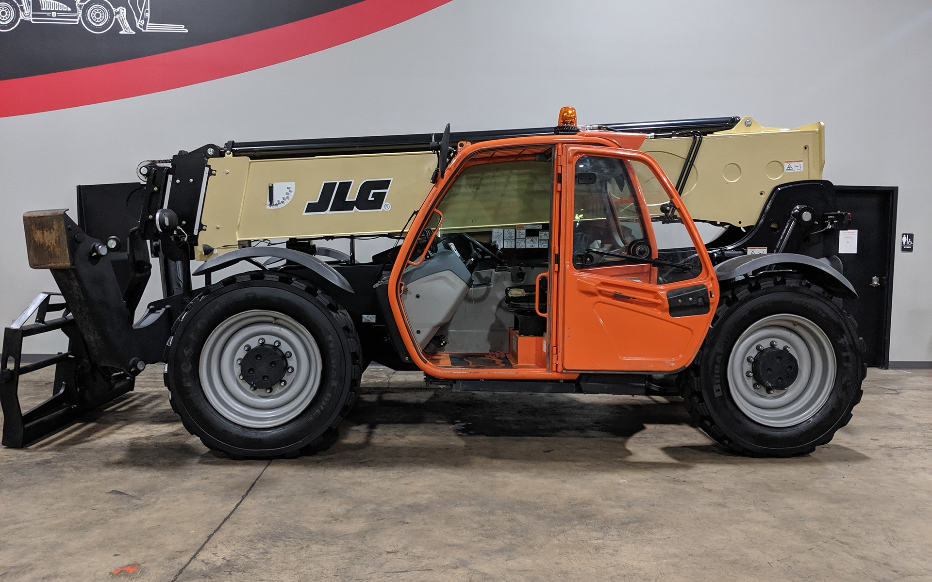 Used 2017 JLG 1055  | Cary, IL