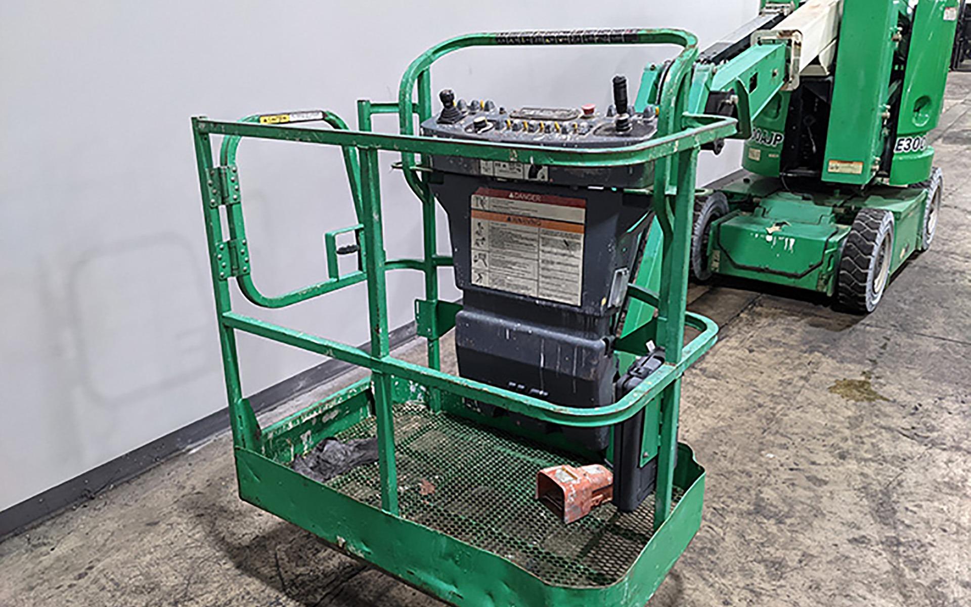 Used 2012 JLG E300AJP    Cary, IL