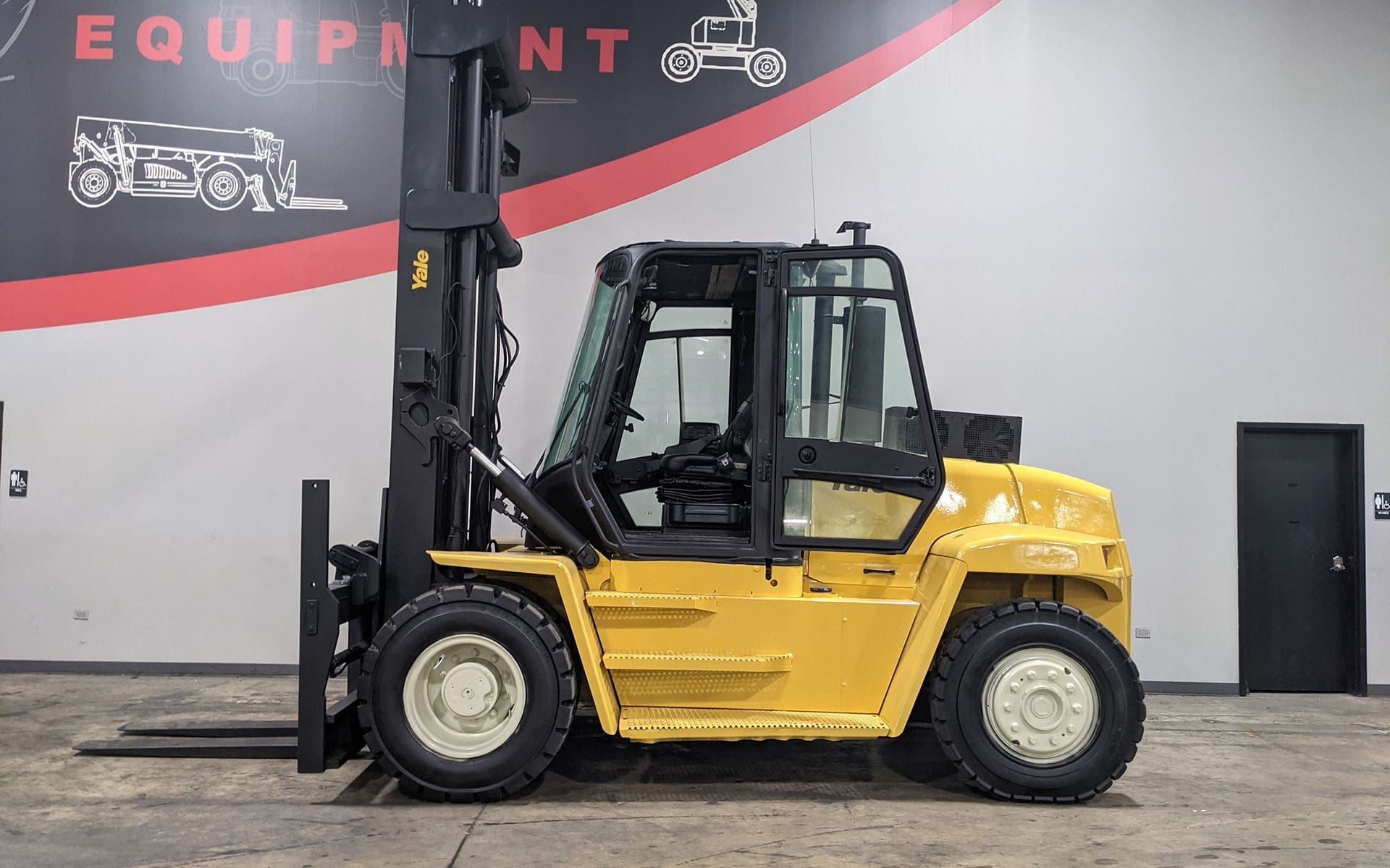 Used 2004 YALE GDP280    Cary, IL